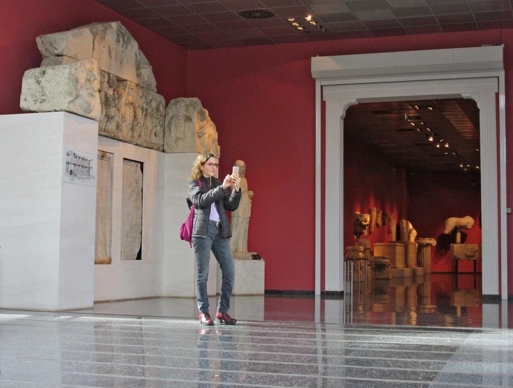 Antalya Müzesi o bölgede bulunan antik kentlerden çıkarılmış ve çıkarılmaya devam eden birçok tarihi eseri bünyesinde barındırıyor.